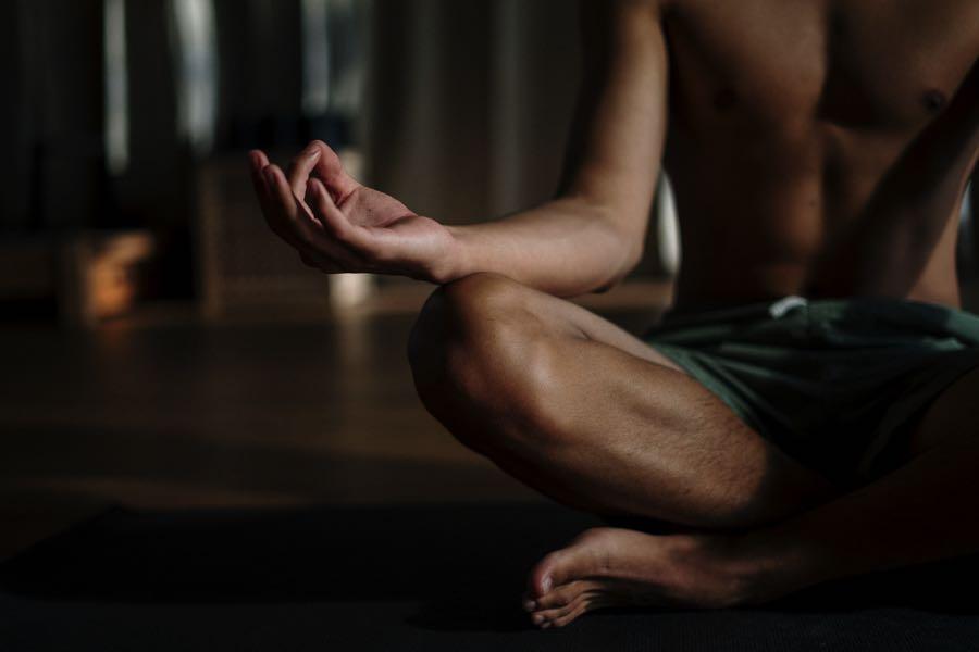 La meditación se recomienda para atletas, LeBron James la aplica.